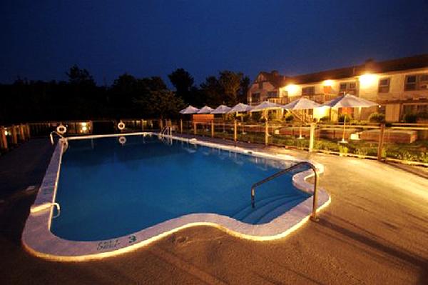 Sole east pool