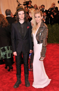 Tom Sturridge and Sienna Miller wearing Burberry to the MET Gala in New York, 6th May 2013 168189581[2]