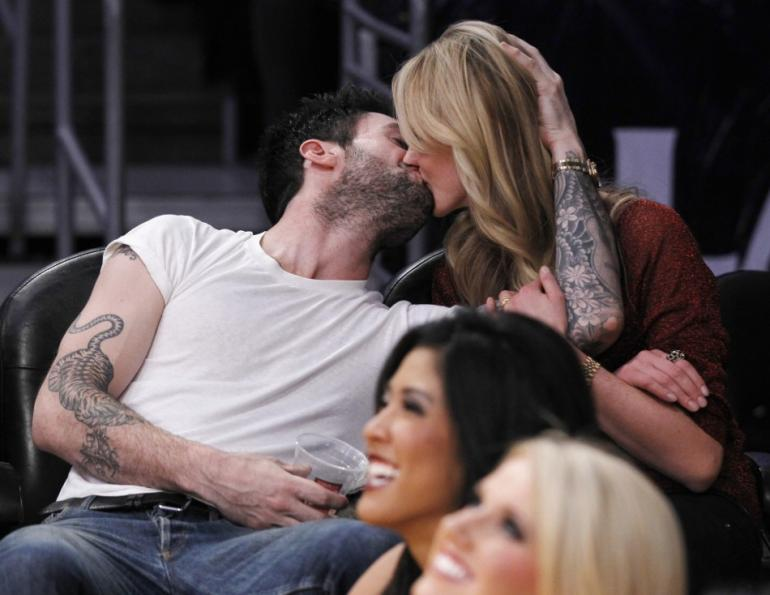 256674-adam-levine-and-anne-v