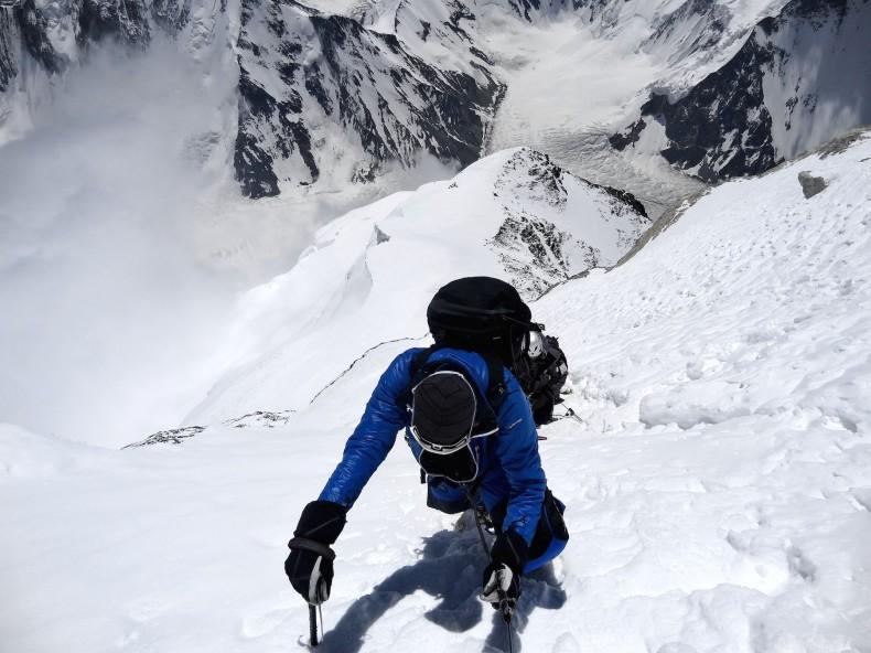 08_Michele Cucchi climbing at 8300mt