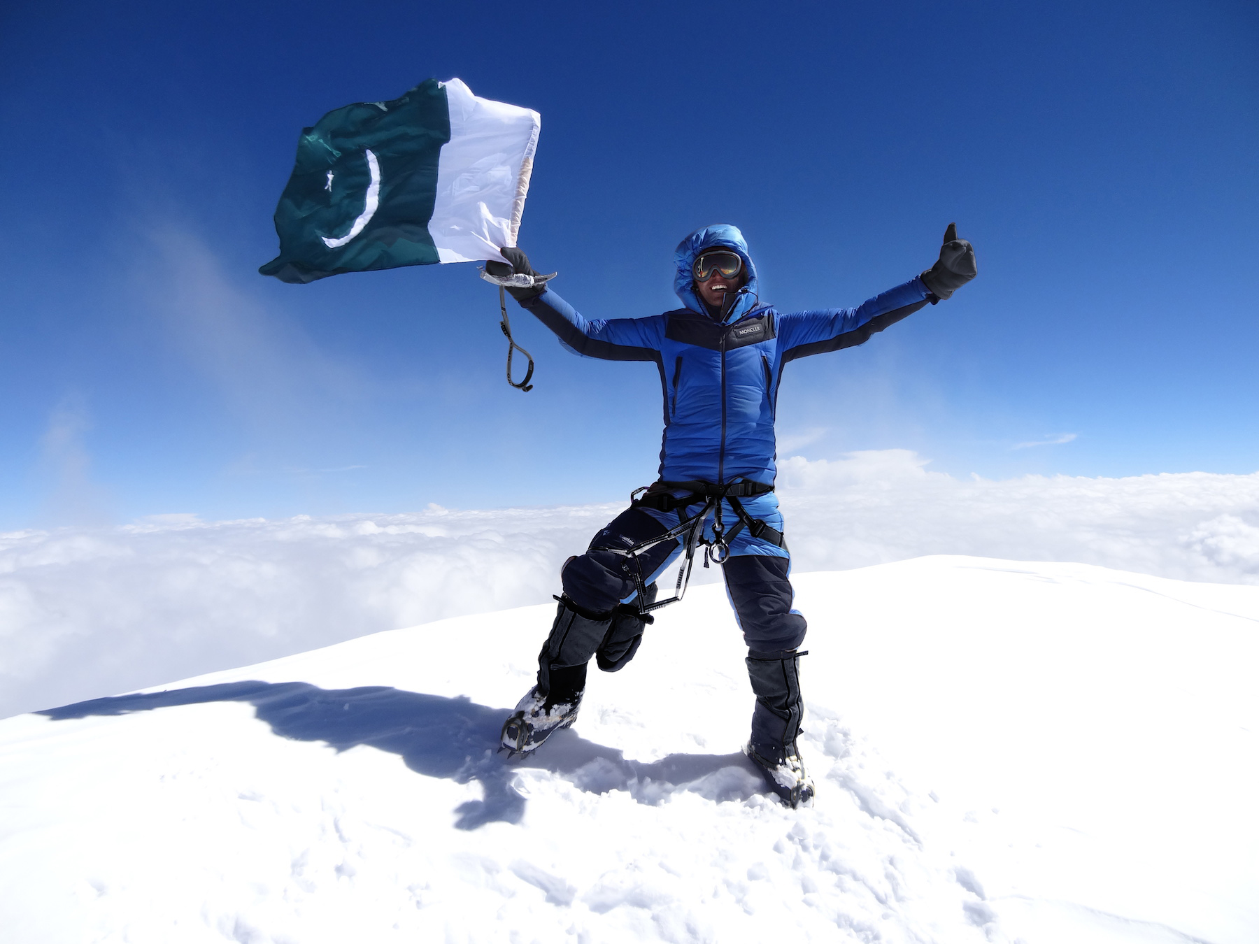 13_Ali Durani at K2 summit ph Lunger
