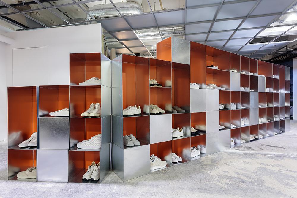 Dover-Street-Market--DSM-Sneaker-Space---Basement--(3)